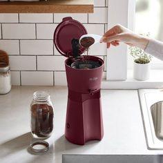 Iced Coffee Maker, Iced Coffee At Home, Pod Coffee Makers, Cappuccino Maker, Coffee Type, Coffee Set, Coffee Drinks, Coffe Bar, Black Coffee