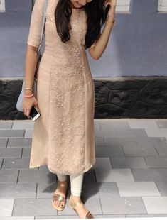 Silk Kurti Designs, Simple Kurta Designs, Salwar Designs, Kurta Designs Women, Kurti Designs Party Wear, Indian Gowns Dresses, Indian Fashion Dresses, Indian Designer Outfits, Casual Indian Fashion