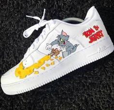 Trendy Sneakers Basketball Nike angepasst in (Tom und Jerry) … – Schuhe mode ideen Cute Sneakers, Sneakers Nike, Trainers Adidas, Cool Trainers, Tom Und Jerry, Nike Shoes Air Force, Aesthetic Shoes, Baskets Nike, Hype Shoes