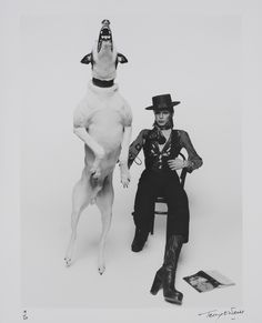 david-bowie-album-cover-shoot-for-aladdin-sane-1971.jpg 1,000×1,236 pixels