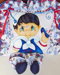 Almofada de perninha com pintura em tecido para meninos