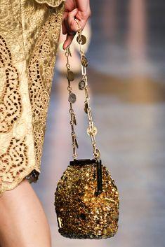 Dolce & Gabbana gold dress and gold glitter bag Fashion Mode, Gold Fashion, Fashion Details, Fashion Bags, Fashion Accessories, Gold Accessories, Milan Fashion, Ladies Fashion, Fashion Handbags