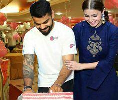 Anushka Sharma Virat Kohli, Virat And Anushka, Romantic Couples, Cute Couples, Virat Kohli Instagram, Blue Army, Best Duos, Cricket Sport, Boarders