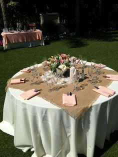 Burlap Table Decorations For Rustic – Wedding table decorations - Wedding Table Wedding Table Setup, Wedding Table Linens, Wedding Table Settings, Wedding Table Centerpieces, Centerpiece Ideas, Burlap Table Settings, Shabby Chic Centerpieces, Burlap Centerpieces, Burlap Table Decorations