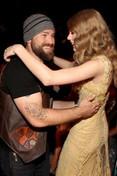 Never thought I would see Zac dancing Taylor Swift Zac Brown Band, Country Singers, Country Music, Browning Tattoo, Famous Tattoos, Band Tattoo, Country Boys, Art Music, Taylor Swift