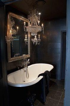 Bathroom lighting victorian interior design new Ideas Victorian Bathtubs, Victorian Bathroom, 50s Bathroom, Paris Bathroom, Bathroom Ideas, White Bathroom, Bathroom Hacks, Bathroom Designs, Bathroom Faucets