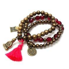 Que o seu ano tenha cor, sabedoria, equilíbrio e boas energias! ❤ #pulseiras #mix #pulseirismo #tendencia #moda #cor #equilibrio #paz #sabedoria #bracelet #fashion #trend #color #balance #goodvibes #peace #wisdom #instamood #instalook #instafashion #instagood