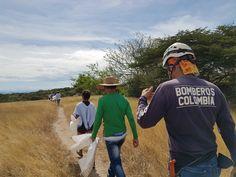 La Fundación Ambiental y Cultural FAMBARU, a través de su programa de voluntarios Ambientales: Protectores del Agua, puso en marcha con el cuerpo de bomberos del Municipio de Alvarado Tolima, esta campaña para promover la limpieza de residuos y desechos tóxicos para nuestro medio ambiente que se han acumulado en las riberas del Río y a su vez llevar un mensaje a la sociedad sobre la necesidad de ser responsables con todos nuestros desechos y respetuosos con el entorno natural que nos rodea. Panama Hat, Bucket Hat, Natural, Packing Light, Water Quality, Fire Dept, Volunteers, Teamwork, Cleaning