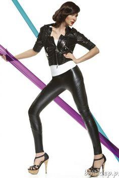 Super modne długie legginsy Roxana pozwalają wyróżnić się w tłumie. Imitujące skórę podkreślają drapieżny charakter. Pikowane wstawki oraz szwy na kolanach i łydkach optycznie wyszczuplą nogi. Idealne do butów na wysokim obcasie. Legginsy - wyrób o dokładnej nazwie - Tregginsy – imitacja spodni, inaczej wygodne spodnie. Grubość 200 DEN – całkowicie kryjące. Skład: 85% #poliester, 15% elastan.... #Legginsy - http://bmsklep.pl/legginsy
