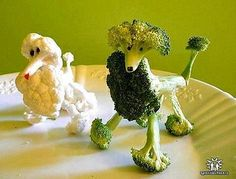 Create Party Centerpiece with Creative Food Art Designs Cute Food, Good Food, Funny Food, Fruits Decoration, Vegetable Animals, Fruit Animals, Animal Food, Veggie Art, Veggie Dogs