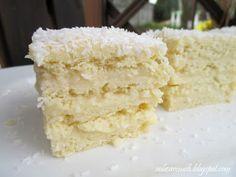 Kruche blaty przełożone masą z kwaśnej śmietany, idealne i rozpływające się w ustach nastepnego dnia, kiedy masa zmiękczy ciasto