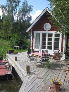 Brygga sjöstuga Swedish Cottage, Red Cottage, Swedish House, Lakeside Cottage, Lake Cottage, Scandinavian Cabin, Summer Cabins, House Deck, Cabins And Cottages
