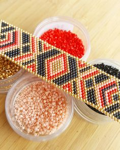 Commande personnalisée. Ça me permet de sortir de mes habitudes, surtout niveau couleurs! #jenfiledesperlesetjassume #perles #beads #miyuki #couleurs #miyukibeads #tissageperles #madeintoulouse