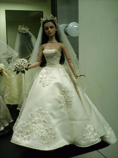 https://flic.kr/p/86ZcrX | PRINCESS LINE WEDDING GOWN | i've always love the classic look this is my Sydney, Australia Convention doll from tonner special thanks to Rudi of RnD dolls for this doll thanks Rudi mwaaah