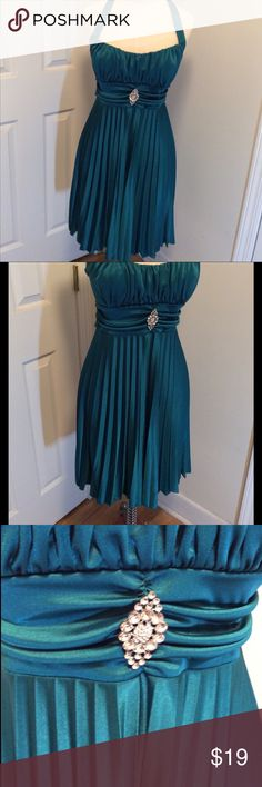 Emerald green strapless dress size M Emerald green size M short dress, ties at neck and in back, strapless, built in light bra, prom, spring break, date night, cruise wear Speechless Dresses