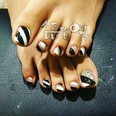 Don't know if I like this but it is kinda cool Cute Toe Nails, Cute Nail Art, Pretty Nails, Manicure, Pedicure Nail Art, Pedicure Designs, Toe Nail Designs, Kathy Nails, Diva Nails