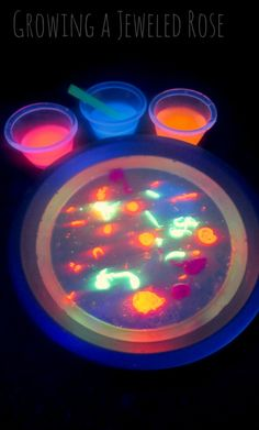 AMAZING glow in the dark Science experiments for kids using oil and water. SERIOUSLY SO COOL!