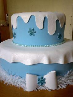 Deixe sua festa ainda mais encantadora!  Bolo fake produzido em E.V.A no tema Frozen.  Pode ser produzido em outros temas. R$ 80,00