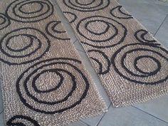 Tapetes de Retalhos                                                                                                                                                                                 Mais Rug Hooking, Dyi, Sewing, Crochet, Crafts, Fru Fru, Home Decor, Diy Rugs, Handmade Rugs