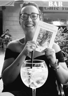 """L'autrice della prefazione (la fenicotterona) nel libro """"Le Piccolissime Tragedie"""" di Cecilia Lombardi... Alcoholic Drinks, Wine, Alcoholic Beverages, Liquor"""