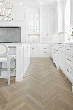 Amazing Top White Kitchen Cabinetry Design Ideas That Looks More Modern Classic White Kitchen, Timeless Kitchen, White Marble Kitchen, Elegant Kitchens, Luxury Kitchens, Modern Kitchens, Modern Kitchen Design, Interior Design Kitchen, Modern Interior