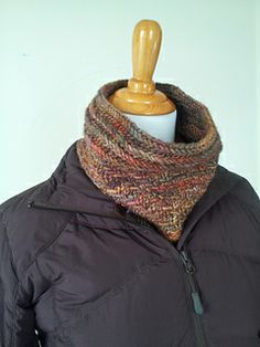 'Rinde' a textured cowl uses just one skein - OwlCat Designs