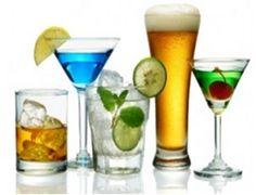 Saiba quantas calorias tem as bebidas -    Produtos Quantidade Kcal          Água ardente 1/2 copo (100ml) 231   Batidos 1/2 copo (100ml) 251   Cerveja 1 copo (240...