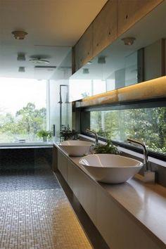 Residential bathroom by Boronski in Kyoto.