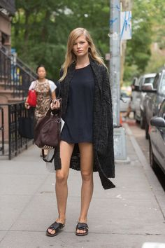 #AnnaEwers legging it. #offduty in NYC.