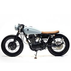 Cafe racers, scramblers, street trackers, vintage bikes and much more. The best garage for special motorcycles and cafe racers. Yamaha Virago, Yamaha Xj 650, Yamaha Motorcycles, Custom Motorcycles, Triumph Scrambler, Vintage Motorcycles, Sr400 Cafe Racer, Cafe Racer Motorcycle, Classic Motorcycle