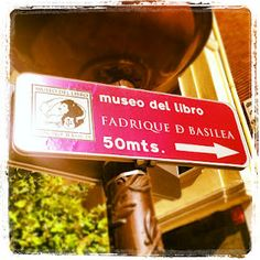 En @leopoldoroldanp ...dentro de esta pequeña ciudad que venimos llamando #Burgos hay un claro ejemplo del que todos podemos presumir... @MuseoDelLibro, y detrás del mismo un equipo que con Rodrigo Burgos a la cabeza lo convierten en un referente en cuanto a Turismo Cultural 2.0...   la celebración fue increíble y a media noche aun seguía la música, los bailes y las tapas. Y en la Red? Por la noche la diversión estaba en la calle, estaba en el Museo ...del libro, por supuesto.