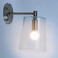 Applique murale en verre : un design simple et actuel pour un éclairage très agréable. Abat-jour conique en verre, fumé ou transparent. Support métal chromé. Douille E14, ampoule 40W maxi (non fournie). L.17 x H.25 cm.