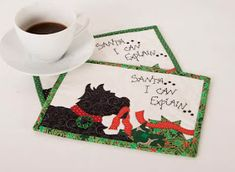 Quilt Inspiration: Free pattern day: Christmas Table Runners! Xmas Table Runners, Quilted Table Runners Christmas, Christmas Patchwork, Patchwork Table Runner, Christmas Quilt Patterns, Christmas Runner, Christmas Placemats, Table Runner And Placemats, Table Runner Pattern