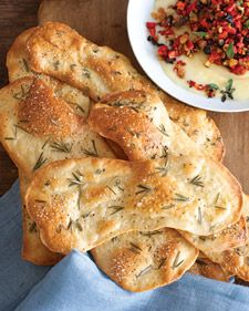 Herbed Flatbread Crackers - can make up to 3 days ahead; store in airtight container. Perfect w cheesy dips or a meaty marinara. from Martha Stewart Recipes-- mmm tasty snack! Fingers Food, Martha Stewart Recipes, Good Food, Yummy Food, Tasty, Flatbread Recipes, Le Diner, Snacks, Appetizers