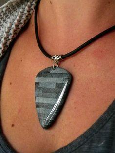 pendentif noir et gris en polymère
