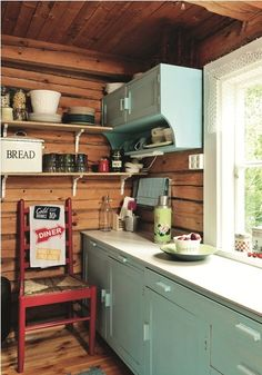 Old cottage kitchen with lovely mint colored cupboards. Knotty Pine Decor, Old Cottage, Tiny Cabins, Vintage Kitchen, Rustic Kitchen, Rustic Room, Cottage Interiors, Scandinavian Home, Retro Home