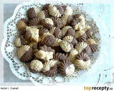 Dvojfarebné sušienky z Cery Holiday Cookies, Christmas Candy, Cookie Recipes, Almond, Garlic, Good Food, Thanksgiving, Easter, Vegetables