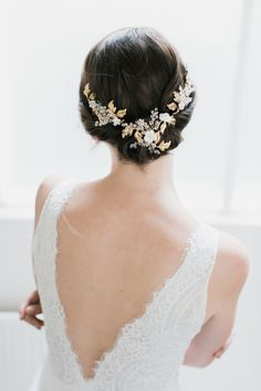 The AMOURETTE wedding headpiece for its bohemian luxe appeal. Style it with a modern or traditional wedding dress, we love how it looks with bridal or down alike Hair Comb Wedding, Headpiece Wedding, Wedding Veils, Bridal Headpieces, Bridal Hair, Braid Accessories, Honey Hair, Wedding Hair Inspiration, Traditional Wedding Dresses