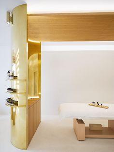 In Paris, a new Japanese skincare store promotes anti-aging like fine wine - News - Frameweb Parisian Architecture, Four Rooms, Like Fine Wine, Retail Concepts, Treatment Rooms, Retail Interior, Loft, Shop Interiors, Retail Design