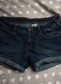 Kup mój przedmiot na #vintedpl http://www.vinted.pl/damska-odziez/szorty-rybaczki/16146041-jeansowe-krotkie-spodenki-rozmiar-m