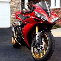 Yamaha R1, don't know about the exhaust.