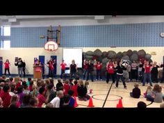 Community Elementary Flash Mob Dance - I love the substitute teacher who has no idea what's going but is trying to participate never less.