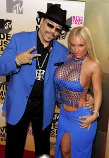 Actor Ice-T and model Coco attend the 2006 MTV Video Music Awards at Radio City Music Hall August 2006 in New York City. Get premium, high resolution news photos at Getty Images Ice T And Coco, Mtv Video Music Award, Music Awards, Odd Couples, Radio City Music Hall, Hero Movie, Mtv Videos, Victoria Dress, Red Carpet Dresses