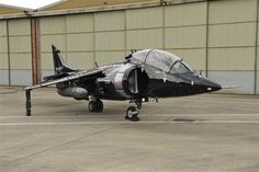 Art Nalls to import an airworthy Harrier jump jet trainer to the USA to fly on the air show circuit Military Helicopter, Military Aircraft, British Aerospace, Us Marine Corps, Royal Air Force, Aviation Art, Air Show, Royal Navy, Fighter Jets