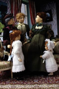 Document sans nom Dollhouse Dresses, Dollhouse Dolls, Miniature Dolls, Dollhouse Miniatures, Miniature Houses, Victorian Dolls, Victorian Dollhouse, Vintage Dolls, Victorian Ladies