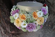 Cutie cu flori  #flowers #box #flowersbox #flowersinabox #gift #sayitwithflowers #madewithjoy #madewithlove #paulamoldovan #livadacuvisini #flori #evenimente #candybar #bucuresti ##bucharest #florist #ranunculus #craspedia #roses #waxflower #white #eustoma #vuvuzela #astrantia  #cutie #flori #cutiecuflori #floriincutie #cutieflori Astrantia, Wax Flowers, Flower Quotes, Bucharest, Ranunculus, Roses, Table Decorations, Box, Gifts