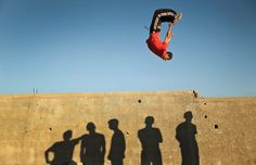 Jugendlicher im Gaza-Streifen übt Parkour...