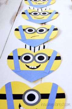 The best DIY projects & DIY ideas and tutorials: sewing, paper craft, DIY. DIY Valentine's Day Gifts : DIY Valentine's Day card for kids - Heart Minion Craft -Read Minion Valentine, Kinder Valentines, Valentines Day Hearts, Valentines Diy, Valentine's Day Crafts For Kids, Valentine Crafts For Kids, Valentines Day Activities, Valentinstag Party, Minion Craft