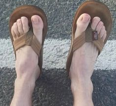Pie Grande, Mens Beach Shoes, Bare Men, Birkenstock Men, Mvmt Watches, Barefoot Men, Hang Ten, Mens Flip Flops, Male Feet