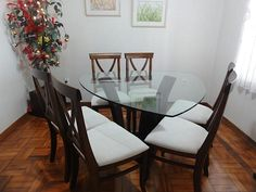 Mesa de jantar de vidro triangular - 6 lugares